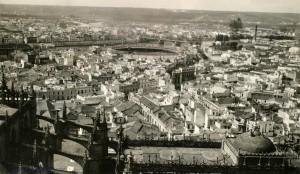 FOTO 2 - 1922 Joaquiin Turina- Fundación Juan March .vista desde la giralda- triana. Edificio regionalista de 1921
